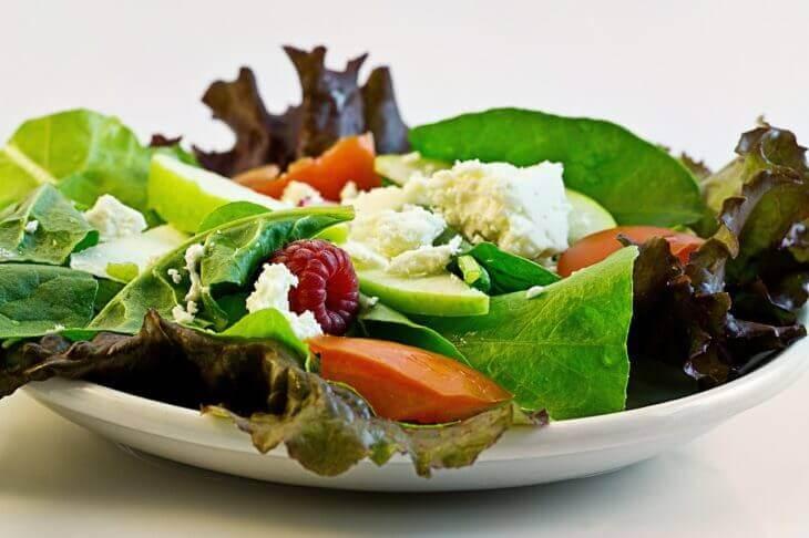 糖質制限ダイエットで糖質を極端に制限するのは危険。栄養バランスが大切