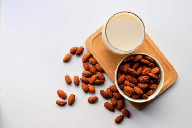 ナッツミルクの効能と作り方まとめ
