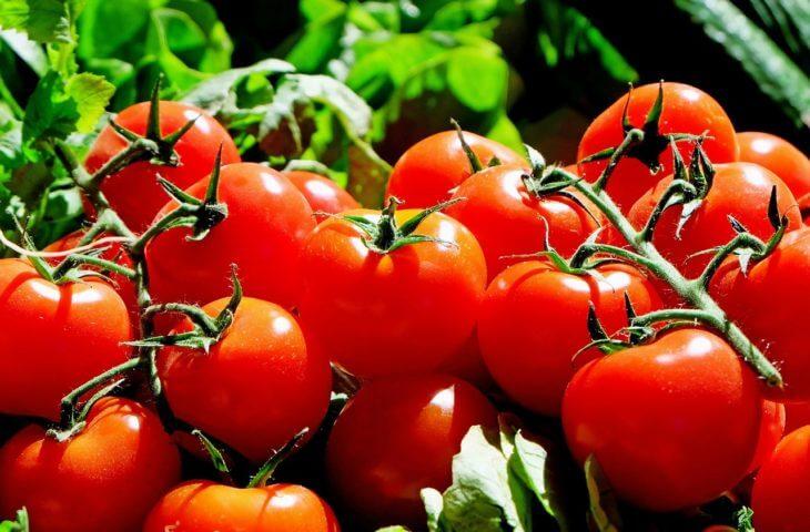 トマトの加熱で減る栄養素と増える栄養素