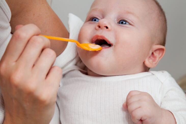 キウイは赤ちゃんのいつから離乳食に使用できる?